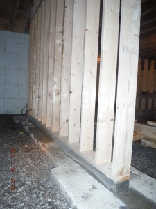 picture of basement bearing wall showing gravel beside footings there